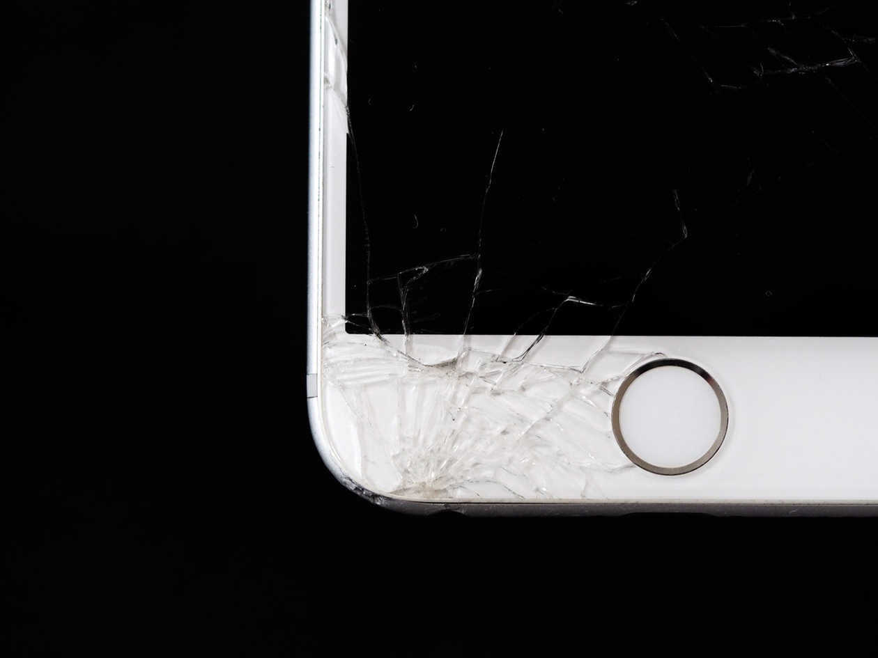 42761c59e6c Los costos para reparar algunos celulares son demasiado elevados en algunas  marcas y menos caros en otras, por eso hicimos esta lista con los cinco ...