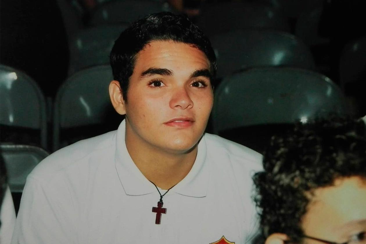 Byron Estrada siempre ha sido religioso. De niño en las reuniones familiares solía jugar a impartir misas. Cortesía | Niú