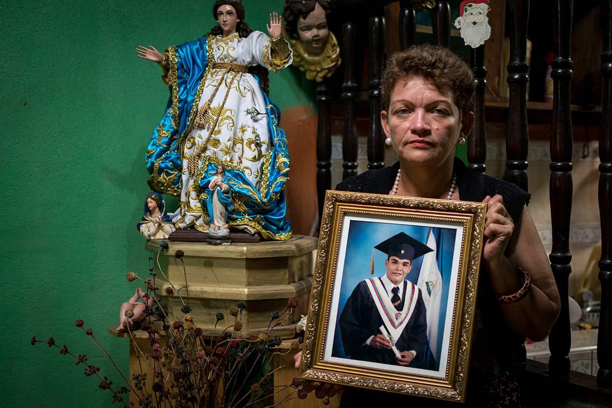 Byron Estrada es devoto de la Virgen María. Él celebra la Gritería Chiquita y la concepción de María los siete de diciembre. Franklin Villavicencio | Niú