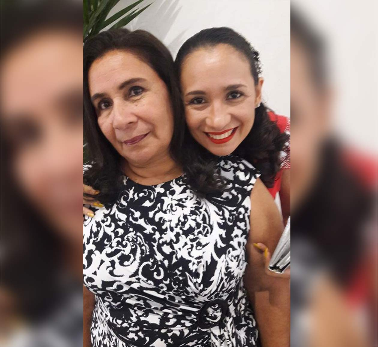Lesbia Chavarría junto a su hija Leslie Briceño, quien es sobreviviente de un embarazo ectópico. Cortesía   Niú