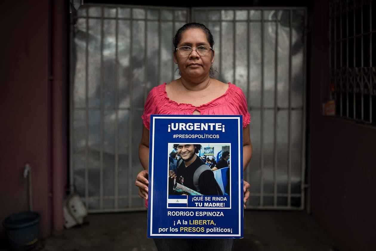 Brenda Gutiérrez, mamá de Rodrigo Espinoza, dice que una de las cosas que más le han dolido a su hijo fue que en prisión le cortaran el pelo. Carlos Herrera | Niú