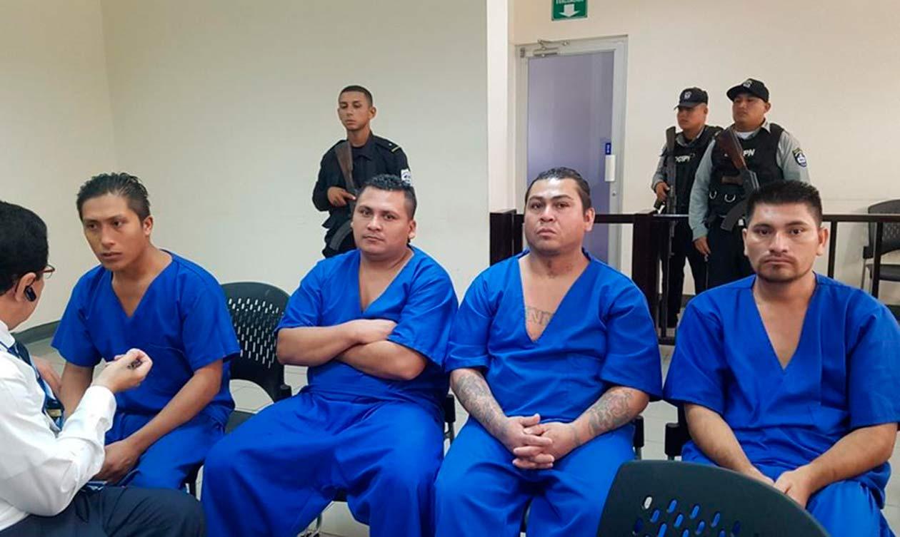 Julio César Espinoza (derecha) en el juicio de este cinco de noviembre. Cortesía   Niú
