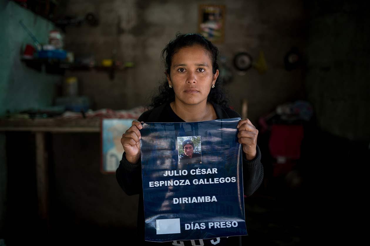 Mildred Quintero, esposa del expolicía, Julio César Espinoza, ahora acusado de terrorismo. Carlos Herrera   Niú