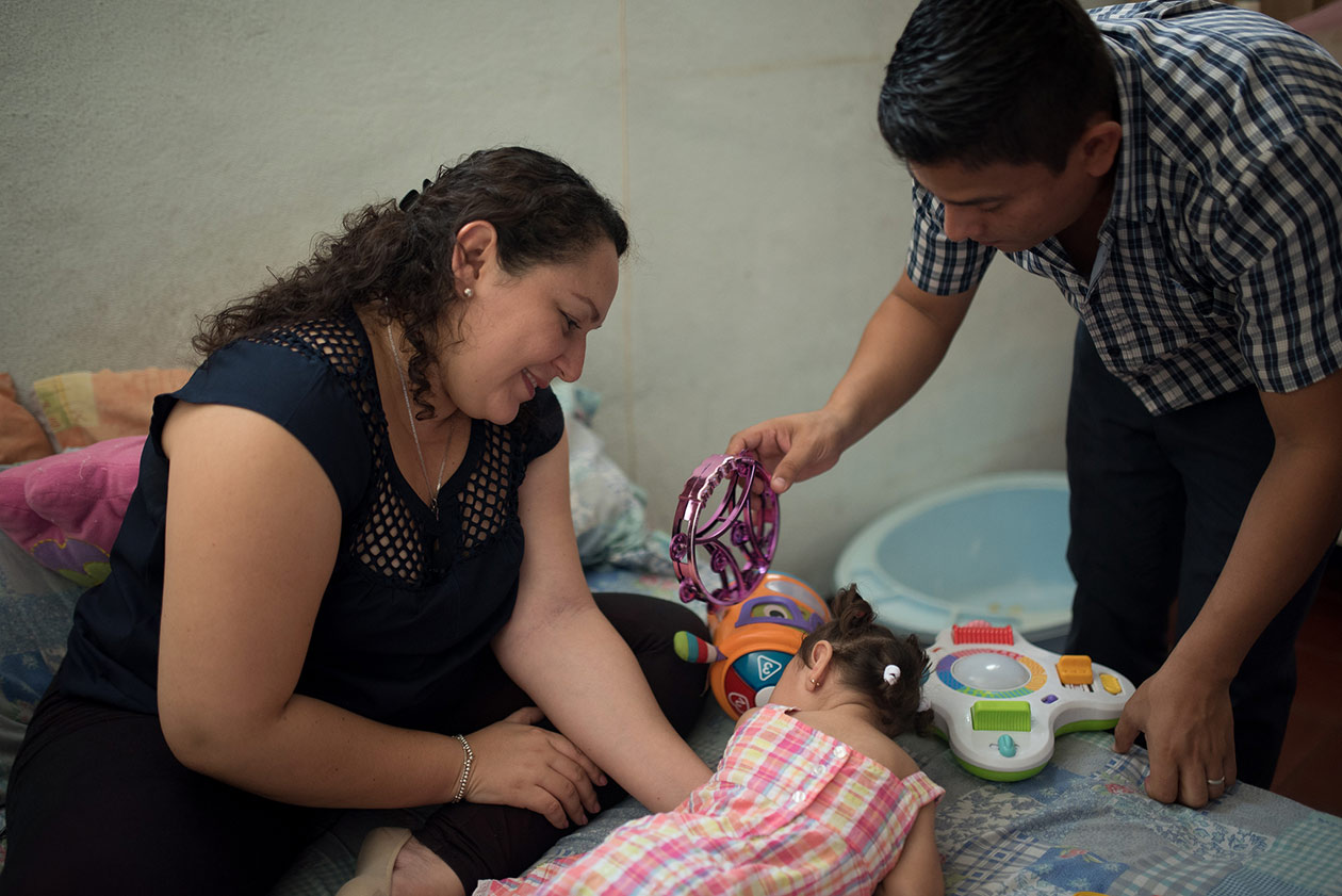 Angélica, la hija de Maryuri, recibe atención en un centro especializado no gubernamental. Carlos Herrera / Niú