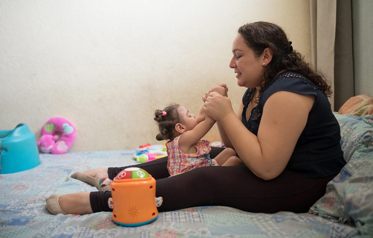 Maryuri López, de 32 años, tuvo una hija con microcefalia a causa del virus del Zika. Carlos Herrera / Niú