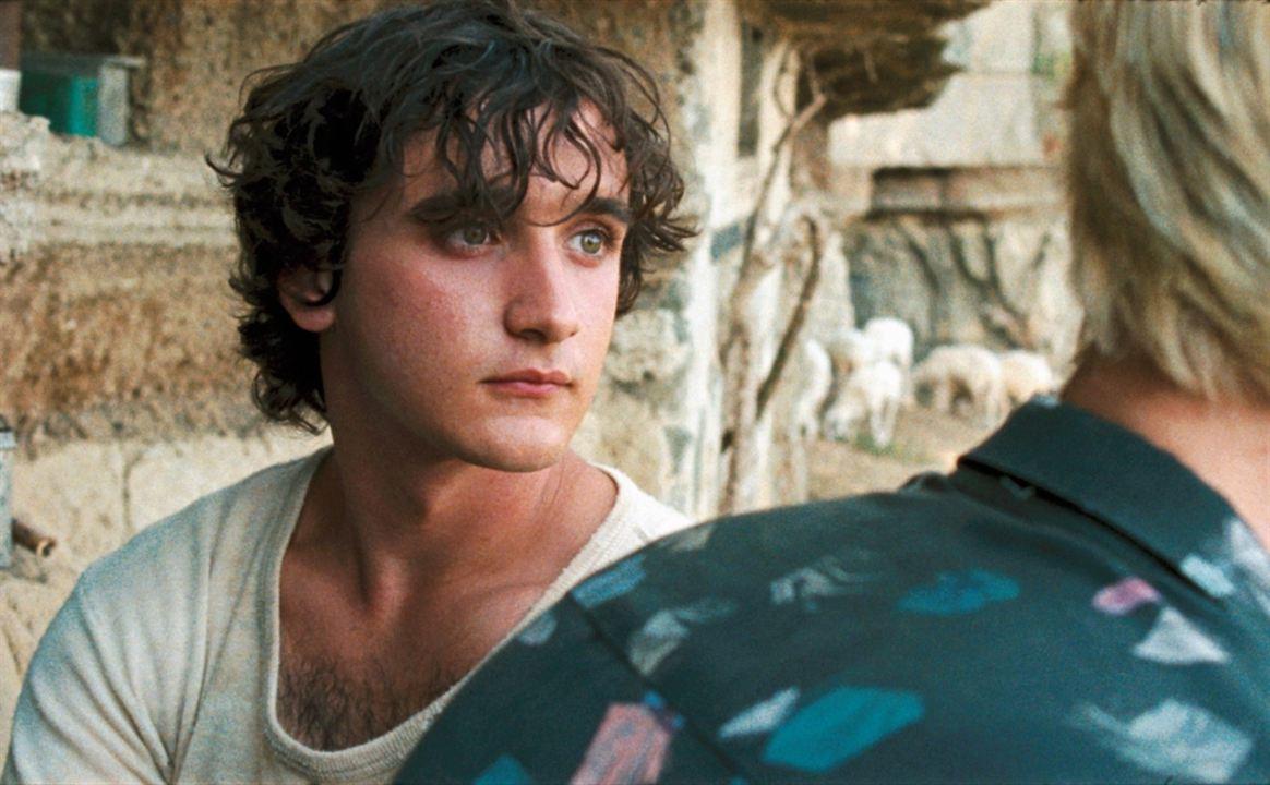 """Lazzaro Feliz"": Una premiada fábula moderna en Netflix"