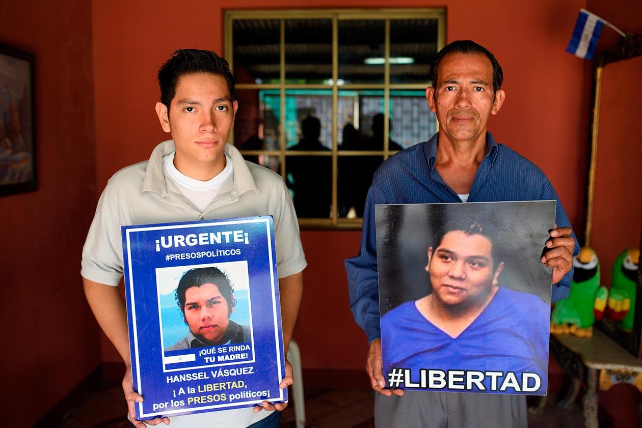 Jareth Vásquez, hermano de Hansell, y Luis Vásquez, padre. Carlos Herrera | Niú