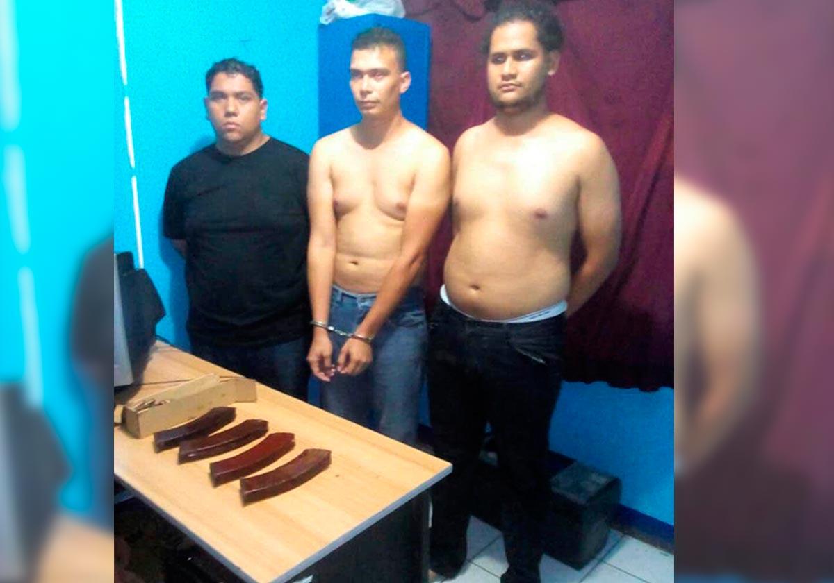 Hansell Vásquez, Rodrigo Espinoza y Marlon Fonseca después de ser secuestrados por paramilitares. Cortesía | Niú