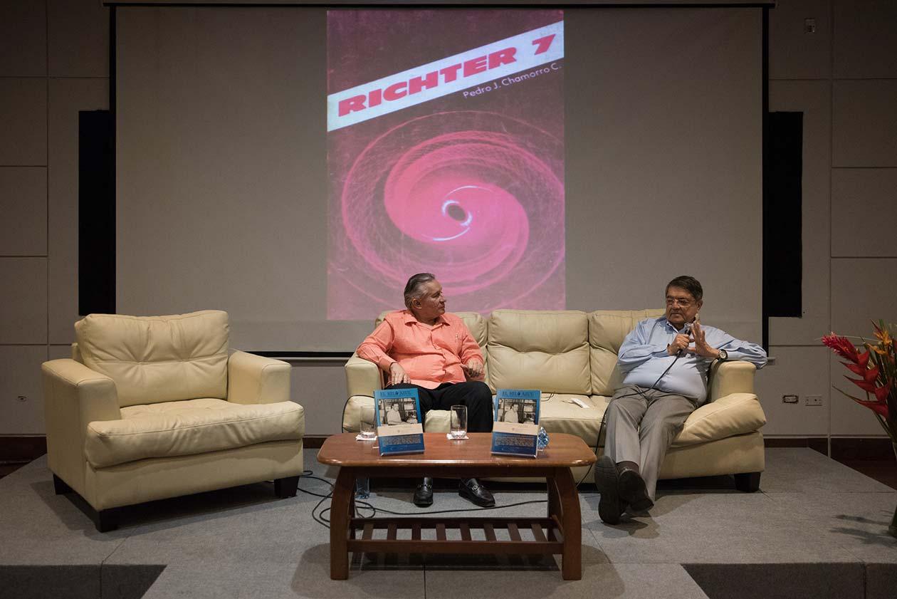 Escritores Guillermo Rothschuh y Sergio Ramírez conversan sobre la faceta de Pedro Joaquín Chamorro como escritor. Carlos Herrera | Niú