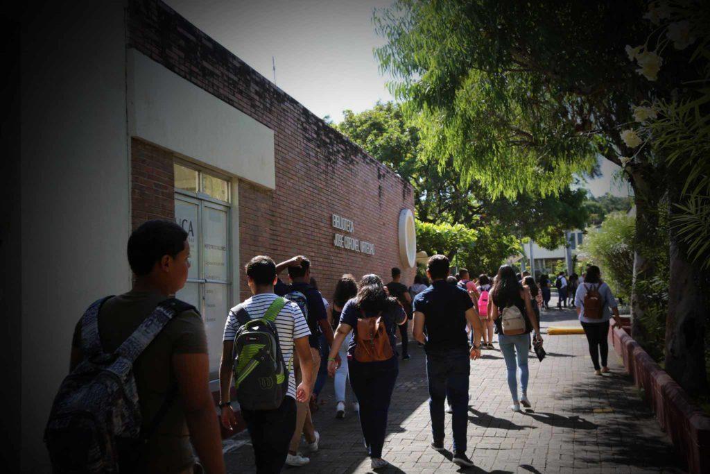 Cinco mil de los 8,500 estudiantes activos de la UCA reciben algún tipo de beca. Foto: Cortesía | Universidad Centroamericana | Niú
