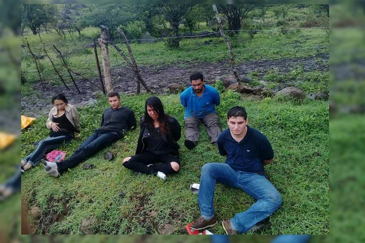 Roberto Cruz (camisa azul) fue detenido junto a junto a Francisco Castro, Nelly Roque, Solange Centeno y Eduardo Manuel Tijerino. Cortesía | Niú