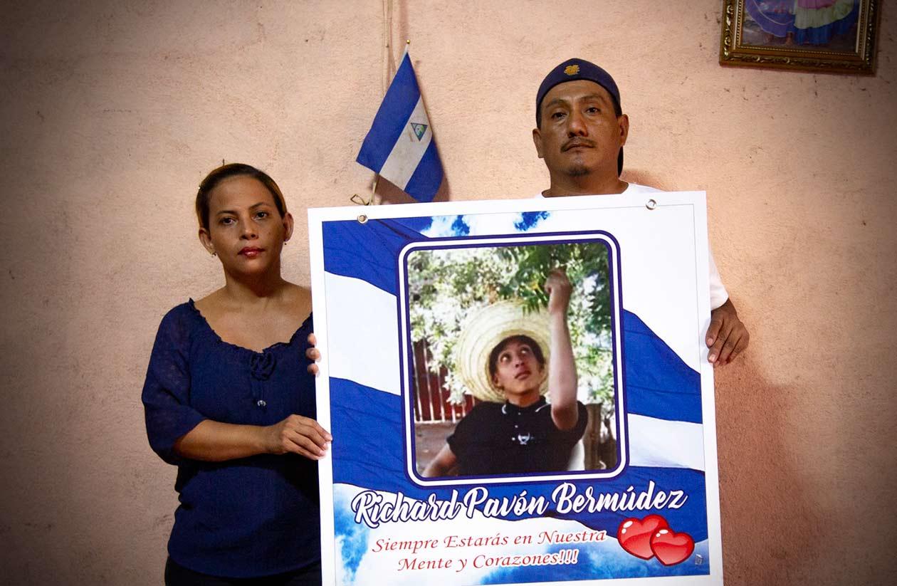 Los padres de Richard Pavón, uno de los primeros asesinados por la represión contra las protestas ciudadanas, denuncian que el caso de su hijo está engavetado, y no confían en la justicia orteguista. Antonio Ramírez | Confidencial