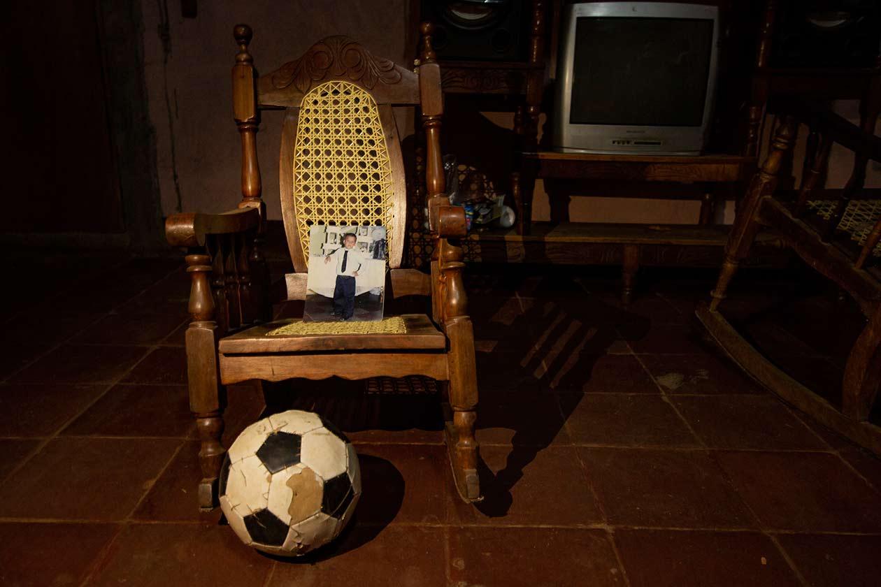 La familia de Richard Pavón aun guarda la pelota con la cual él solía jugar futbol con sus amigos. Antonio Ramírez | Niú