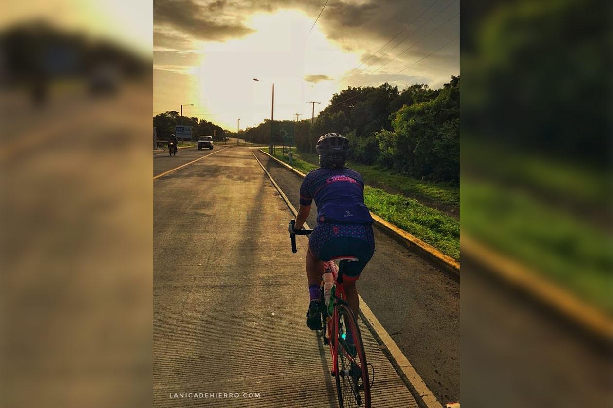 Luz Elena Sequeira comenzó en los maratones en 2012, dos años después debutó en los ultramaratones y después incluyó en su vida el ciclismo. Cortesía | Niú