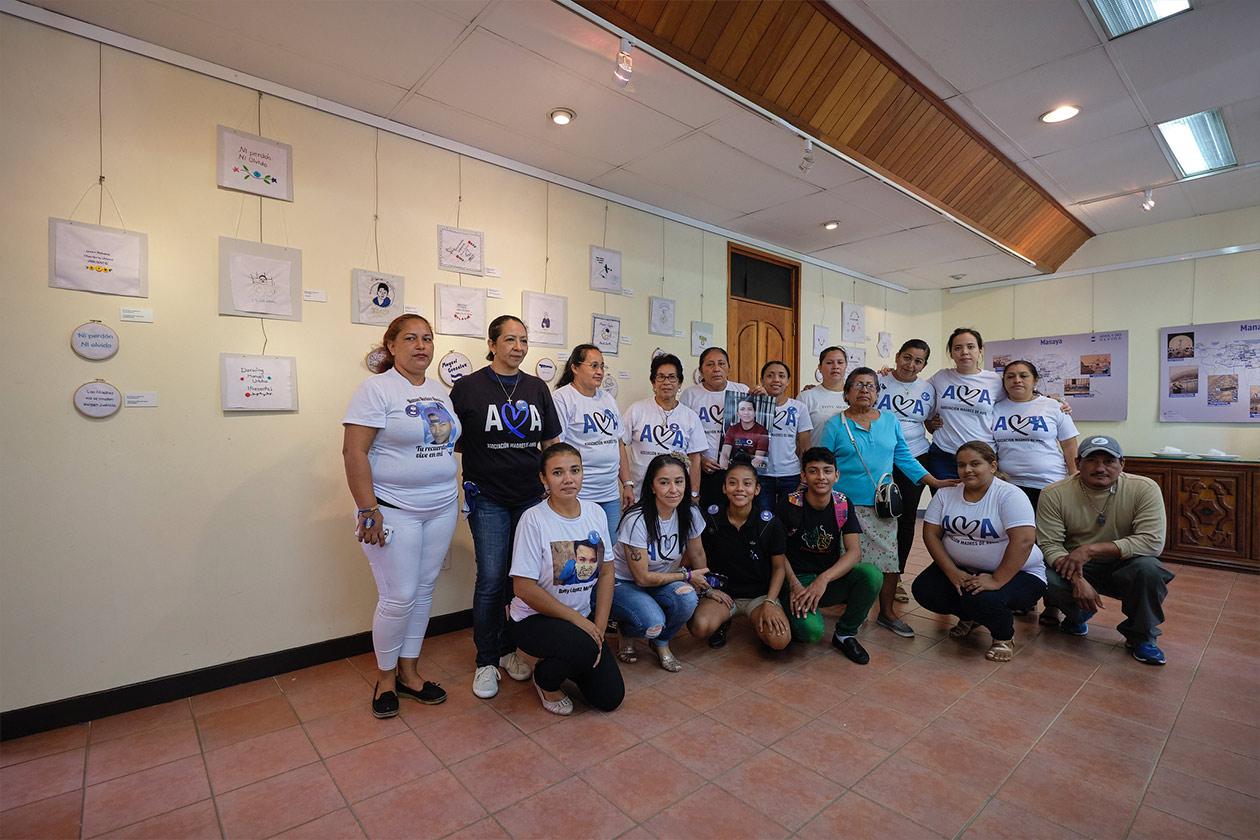 Los familiares de la Asociación Madres de Abril fueron quienes bordaron las piezas que se exponen en el Museo de la Memoria. Carlos Herrera | Niú