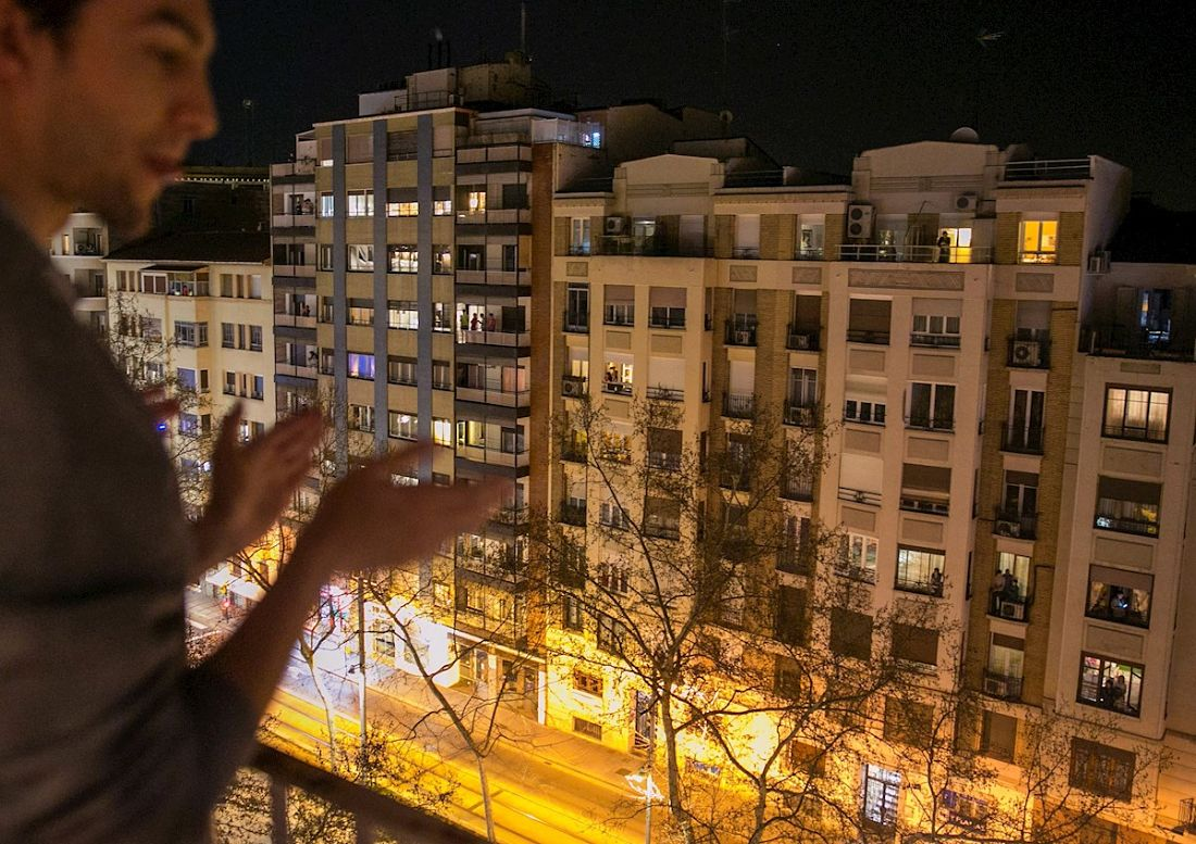Aplauden a médicos en España